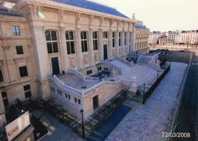 PALAIS DE JUSTICE - PARIS : Réalisation de la pose de dalles et pavés sur parvis