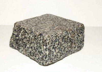 Pavé granit Gris clair face vue flamées 14 x 14 x 6 cm