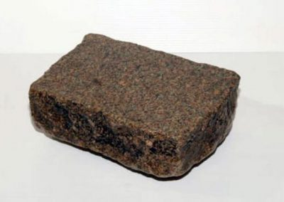 Pavé granit ancien 14 X 20 X 6 cm scié