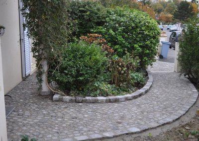 Réalisation d'une allée en pavés granit ancien 10x9x8cm posés sur mortier - Senlis Oise