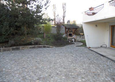 Rénovation d'une cour en pavés granit anciens mélange 10x9x8cm pose en forme de rosace