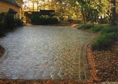 Rénovation d'une cour en pavés granit anciens mélanger 14x20x14cm