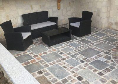 Rénovation d'une terrasse avec dalles et pavés anciens