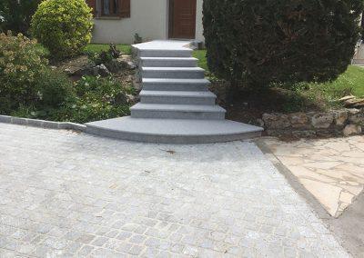 Rénovation des marches et contremarches en granit et la cour en pavés granit gris clair 14x20x7cm