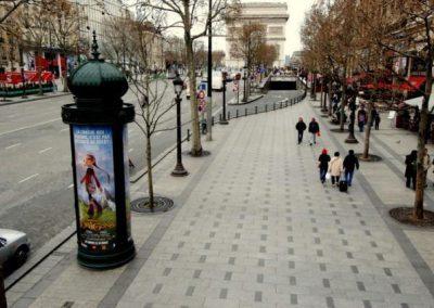 TROTTOIRS AVENUE DES CHAMPS ELYSEES - PARIS : Pose des bordures granit, dalles granit et pavés granit